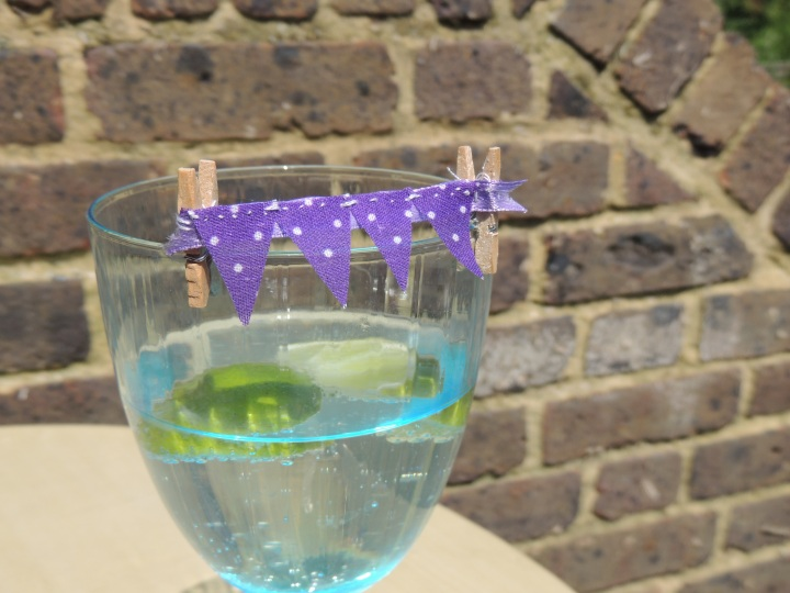mini bunting drinks charms