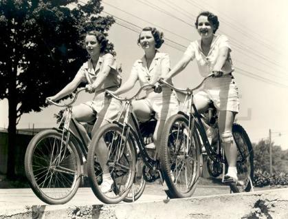 women-on-bicycles-50s3