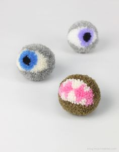 oooh another halloween goody - ghoulish pompom eyes from blog.mrprintables.com