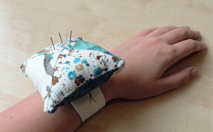 Creativise wrist pincushion 9