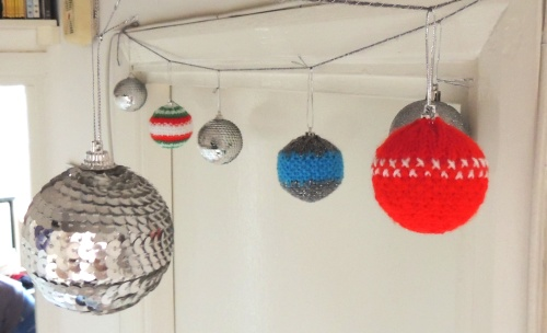 knitted christmas bauble garland