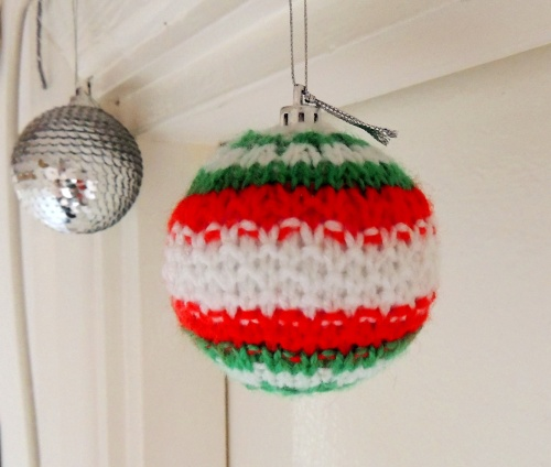 knitted christmas bauble design