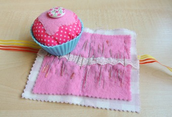 crafternoon cabaqret club cupcake pincushions and needle case