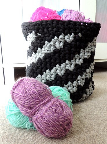 crochet basket 099